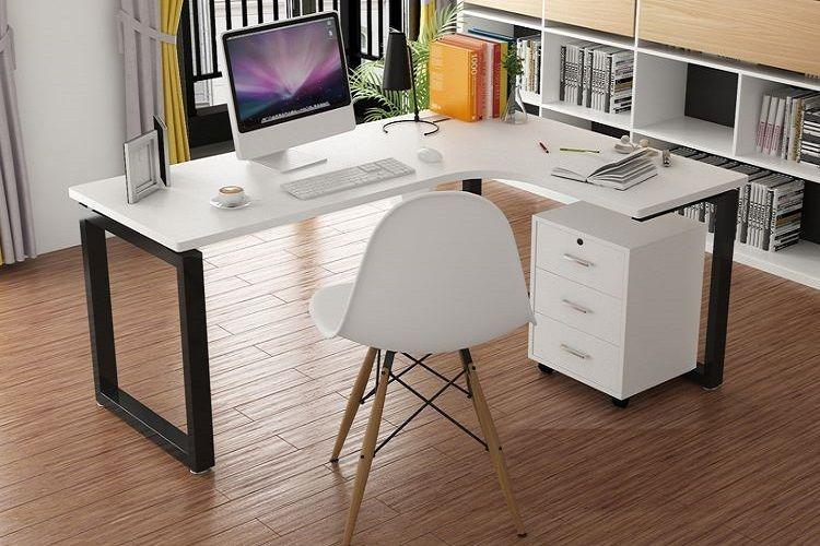 Đặt bàn làm việc ở nơi khô ráo