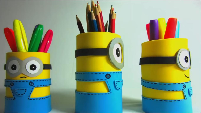 Tự làm ống đựng bút minion
