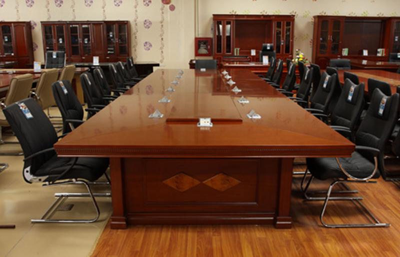 Dễ thấy bàn họp phủ Veneer sang trọng không kém gì mẫu bàn họp bằng gỗ tự nhiên
