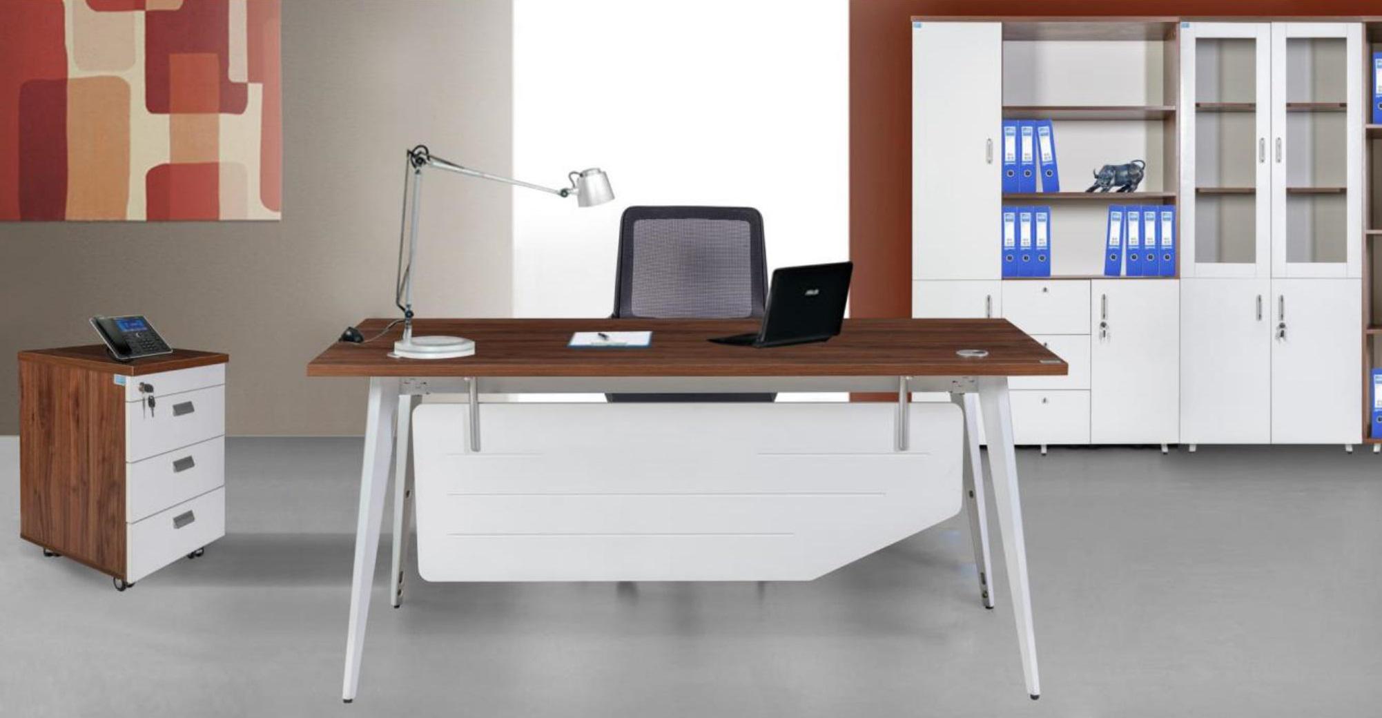 Cho dù bạn chọn mẫu bàn nào cũng phải hài hoà với không gian văn phòng